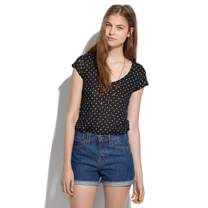 Linen V-Neck Tee in Heartdot