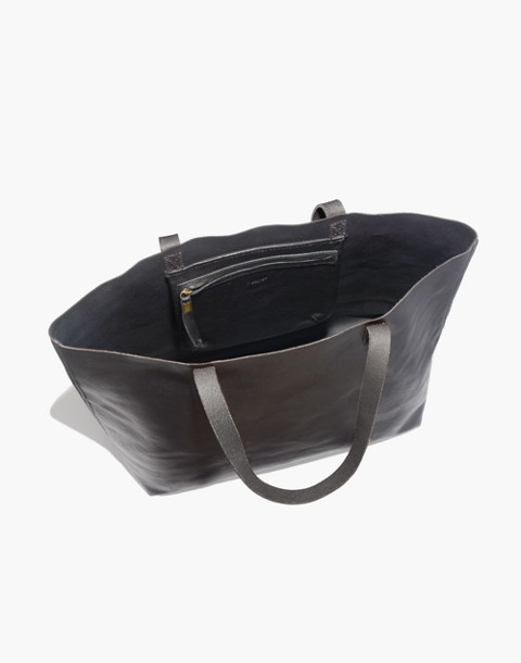 The Transport Tote in true black image 3