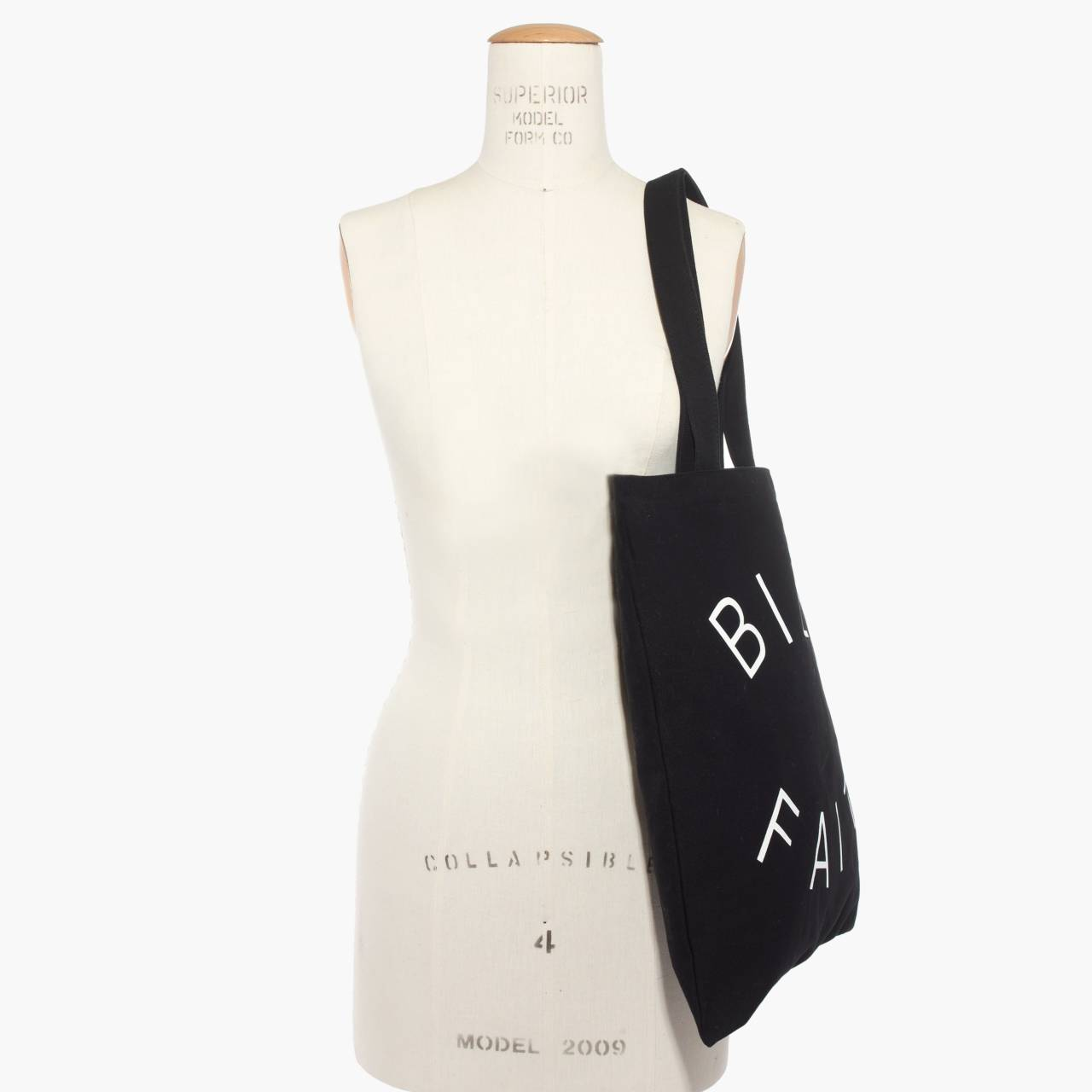 The Reusable Canvas Tote in true black image 3