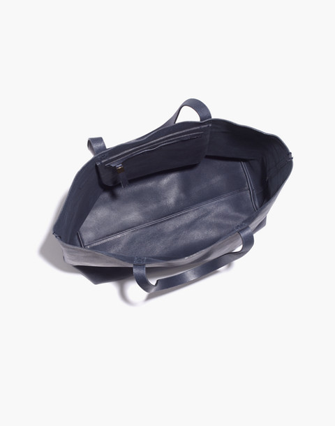The Transport Tote in deep navy image 2