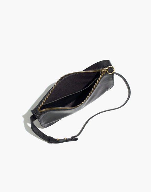 The Simple Crossbody Bag in true black image 3