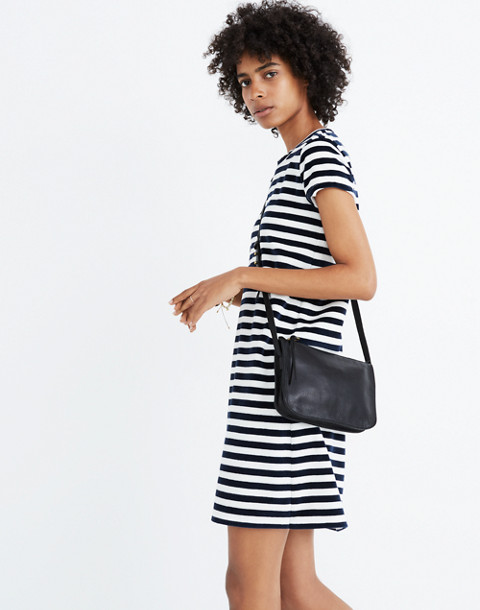 The Simple Crossbody Bag in true black image 2