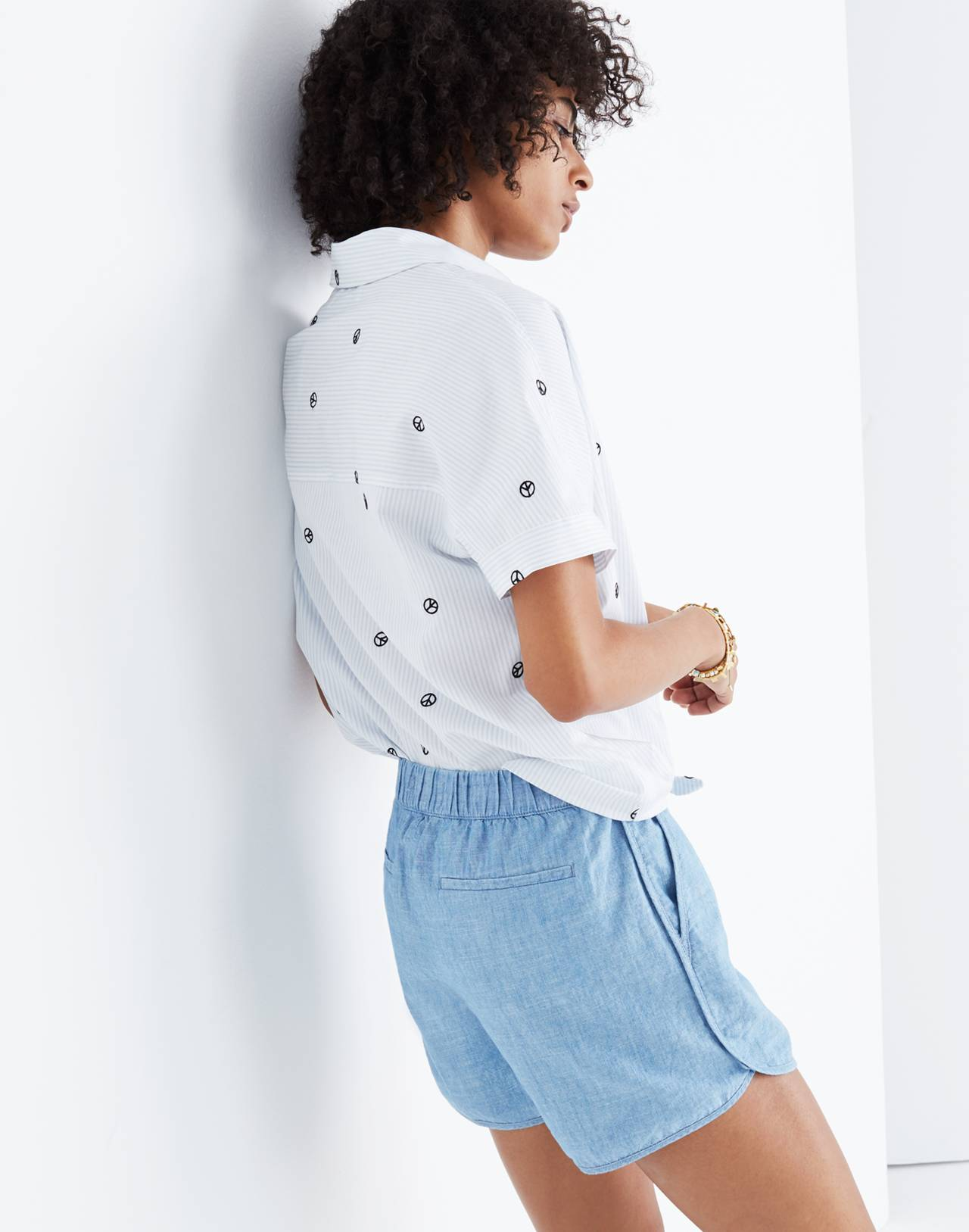 Chambray Pull-On Shorts in aloha wash image 2