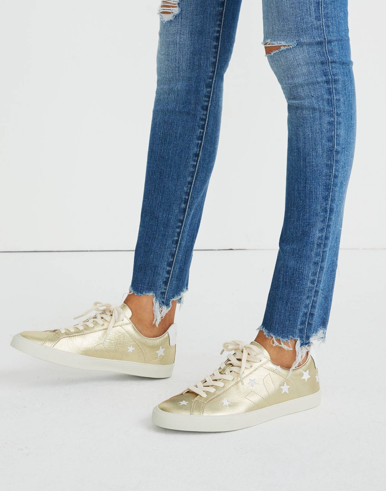 Madewell x Veja™ Esplar Low Sneakers in Star-Embroidered Gold Leather in gold white image 2