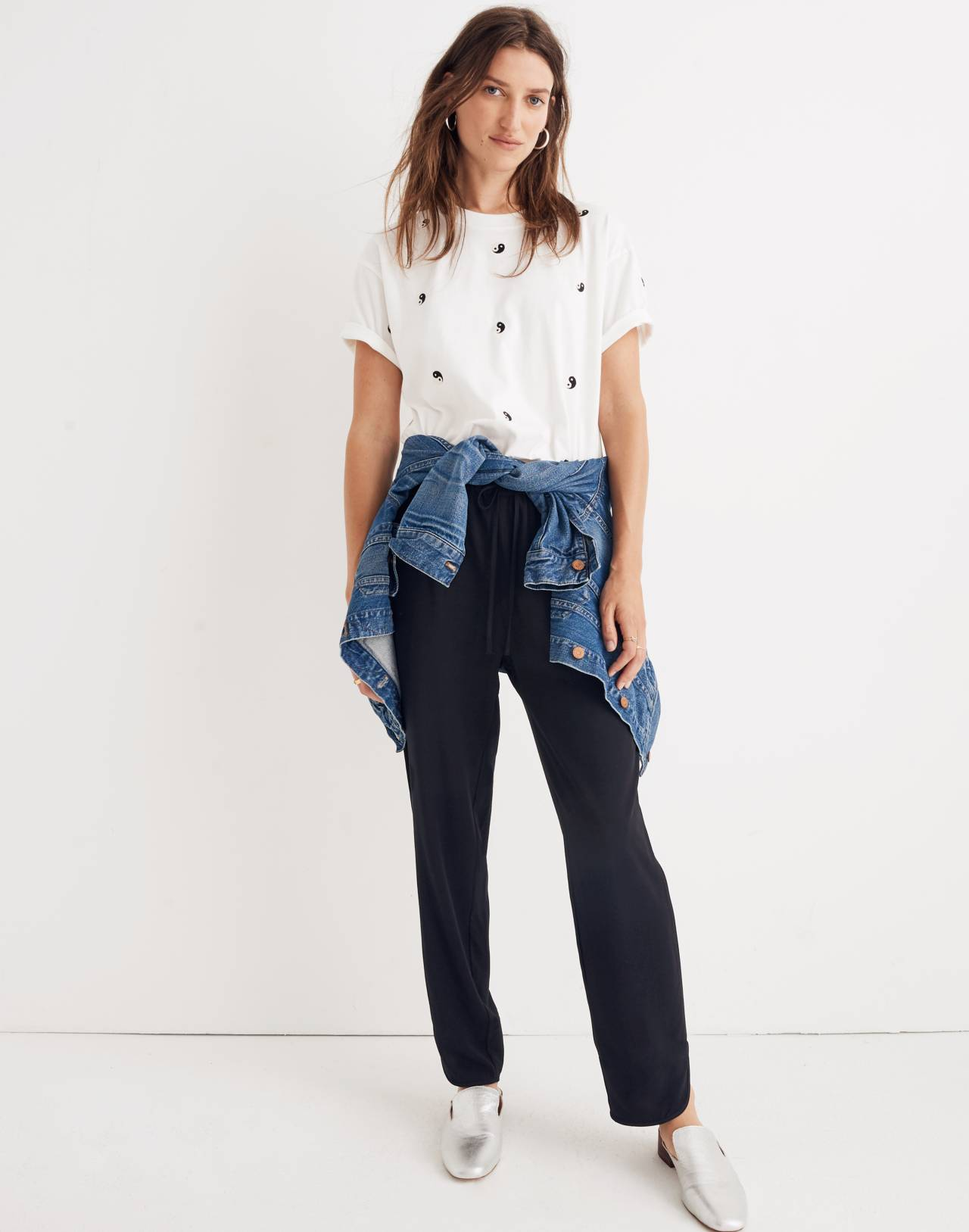 Embroidered Yin-Yang Easy Crop Tee in yin white wash image 2