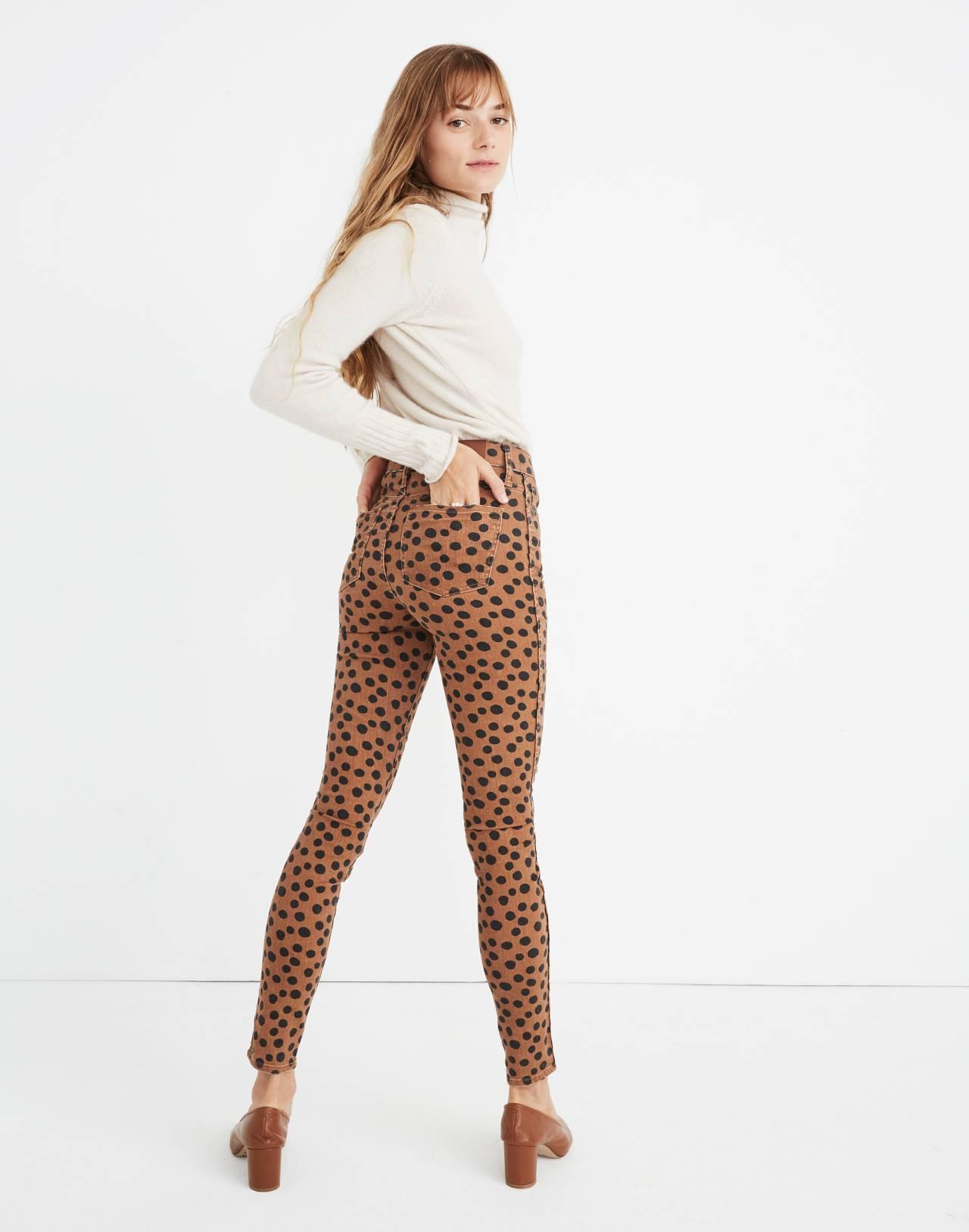 "10"" High-Rise Skinny Jeans in Leopard Dot in leopard dot image 3"