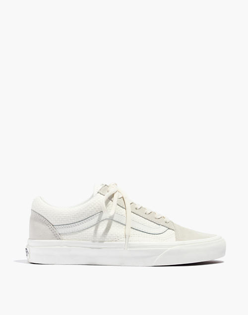 13fe34051337 Vans reg  Unisex Old Skool Lace-Up Sneakers in White Suede and Canvas in  marshmallow