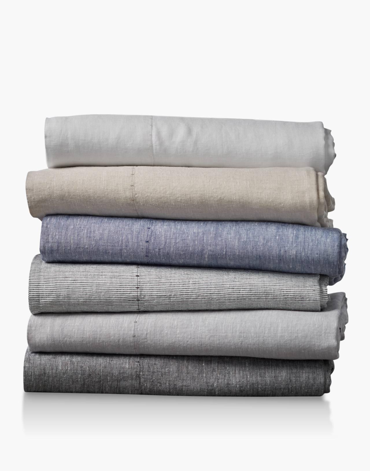 Coyuchi® Organic Linen Chambray Queen Sheet Set in gray image 3