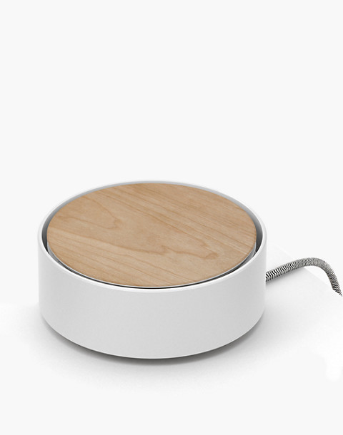 NATIVE UNION™ Eclipse Light-Up Charger in white image 1